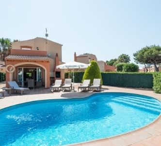 villa med pool menorca